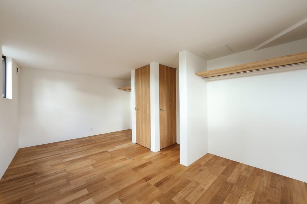 シンプルな顔にもデザイン性を重視した家。 (子供部屋)