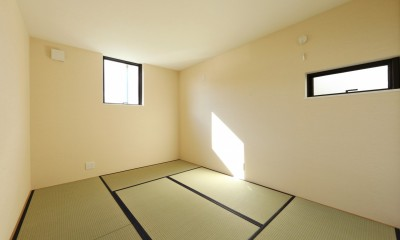 シンプルな顔にもデザイン性を重視した家。 (和室)