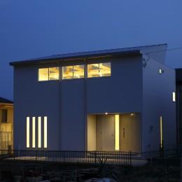 鎌取の家 (外観-夕景1)