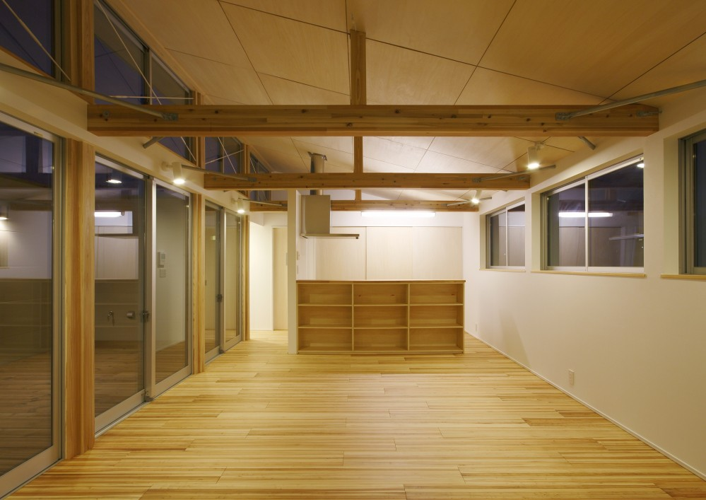鎌取の家 (食堂・台所-夕景)