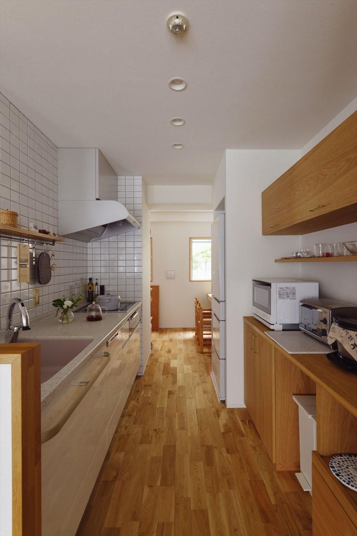 I様邸_繋がる3世帯・4世代の暮らし (対面キッチン)