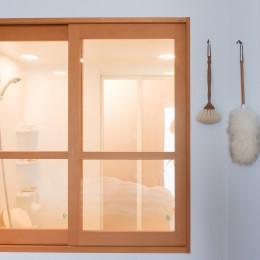 習志野市Fさんの家 (バスルームにつながる室内窓)