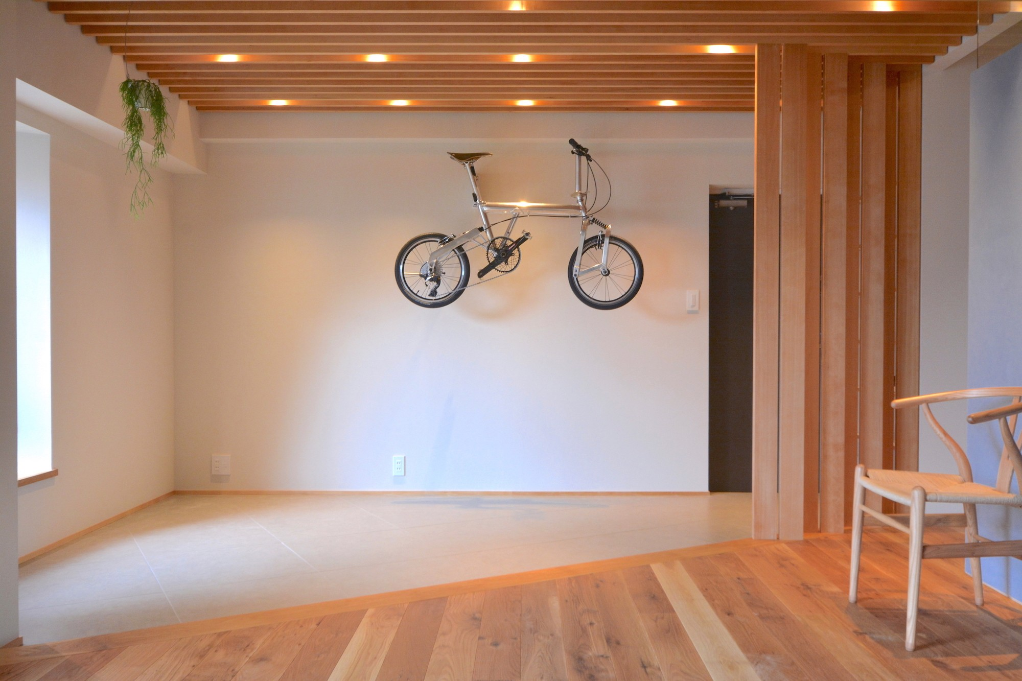 玄関事例:リビングの一部として土間を使う(調布市のWさんの家)