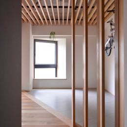 調布市のWさんの家 (木製ルーバーはツガです)