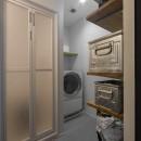 骨太キッチンが主役の家の写真 洗面室