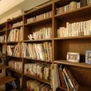 階段と書棚