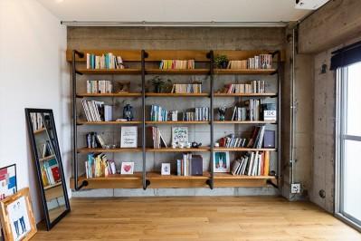 本棚 (DIYで進化を遂げる、大人インダストリアル)