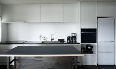 MARGIN-忙しい共働き夫婦が、あえて選んだ眺めのいい郊外の家 (キッチン)