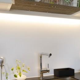 MARGIN-忙しい共働き夫婦が、あえて選んだ眺めのいい郊外の家 (キッチン水場)