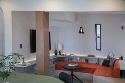 リビング (mellow lounge-家具を含めてトータルでコーディネート。エリアを絞った一戸建てリノベーション)