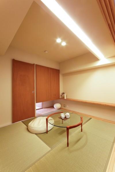 多目的な用途に対応できる和室の活用を再発見したデザイン (平屋の居心地をマンションリノベーションで)
