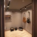 mellow lounge-家具を含めてトータルでコーディネート。エリアを絞った一戸建てリノベーションの写真 防音室