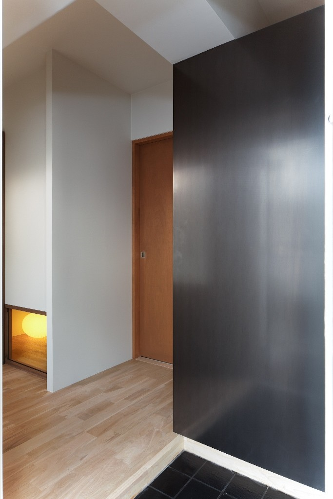 平屋の居心地をマンションリノベーションで (滞在時間の短さとスペースの面積を比例させる玄関の設計の作法)