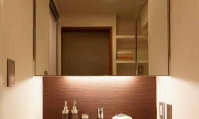 平屋の居心地をマンションリノベーションで (一日のはじまりは自分らしさがある空間から―オリジナルデザインした洗面化粧台)
