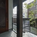 アレルギー反応を持つ子供が住むための和モダン住宅/美しい空気の家の写真 玄関ポーチ