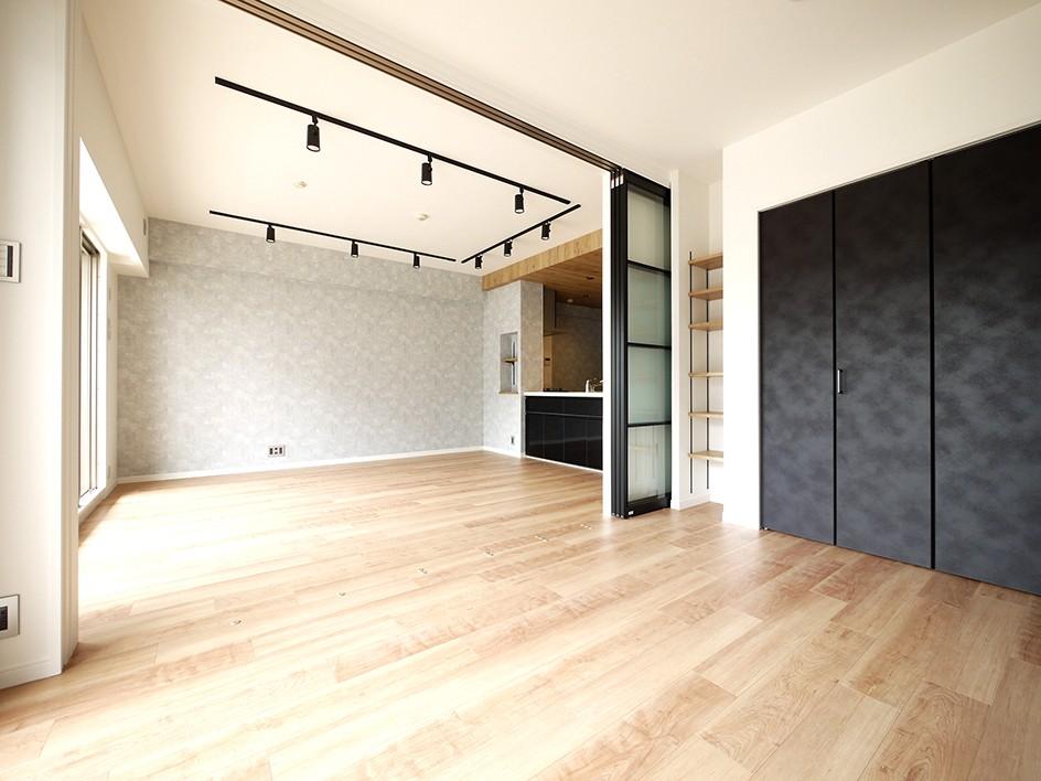 光を通すガラス引き戸の部屋 (LDK)
