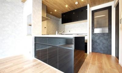 光を通すガラス引き戸の部屋 (キッチン)