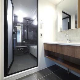 光を通すガラス引き戸の部屋 (洗面・バスルーム)