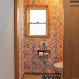 住慣れたお家を西海岸のビーチリゾート調にリノベーション (トイレ空間)