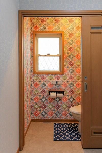 トイレ空間 (住慣れたお家を西海岸のビーチリゾート調にリノベーション)