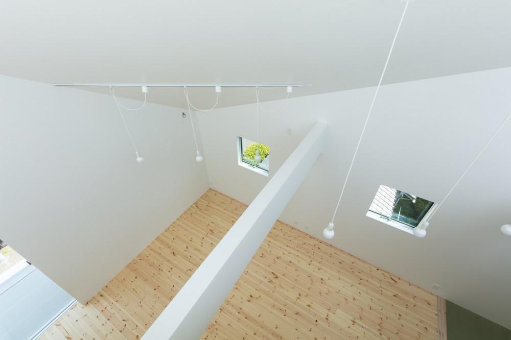 長居東の住宅 / House in Nagai-higashi (ルーフテラスより3階子供室を見る)