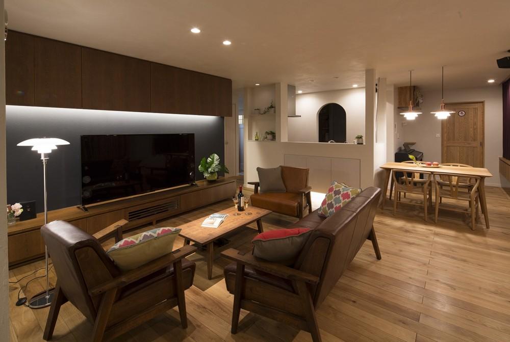 光熱費ゼロを目指す!人にも環境にもやさしいパッシブハウスの新築 (機能的かつ上品で趣のあるリビング)