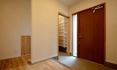 光熱費ゼロを目指す!人にも環境にもやさしいパッシブハウスの新築 (土足でOK シューズクロークのある玄関)