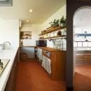 4LDKから2LDKリフォームでのびのび楽しく過ごせる家にの写真 パントリー付きキッチン