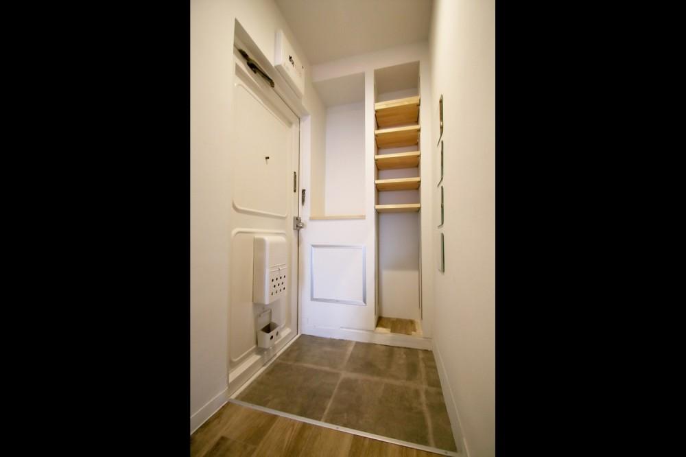 インダストリアル系の賃貸アパートでかっこいい暮らしを。 (玄関)
