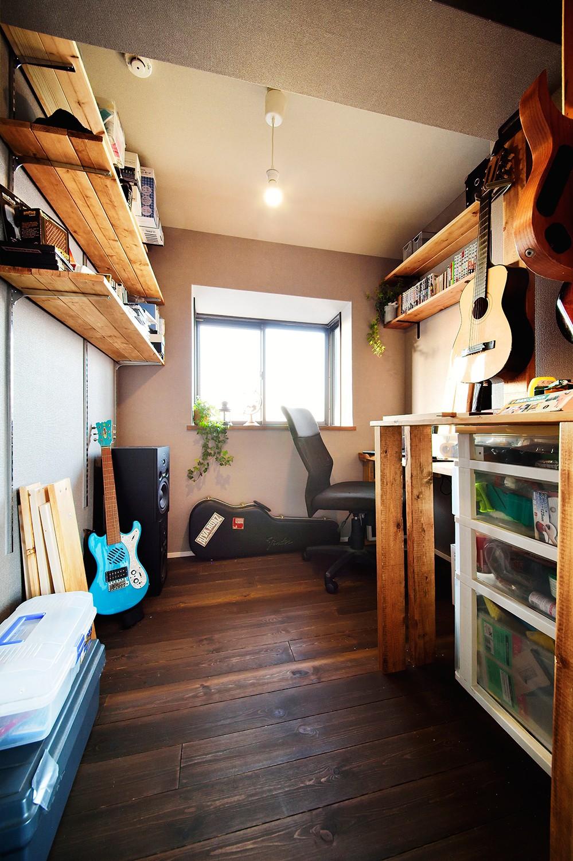4LDKから2LDKリフォームでのびのび楽しく過ごせる家に (趣味を楽しむ書斎)
