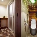 4LDKから2LDKリフォームでのびのび楽しく過ごせる家にの写真 マニッシュな装いの脱衣室・トイレ