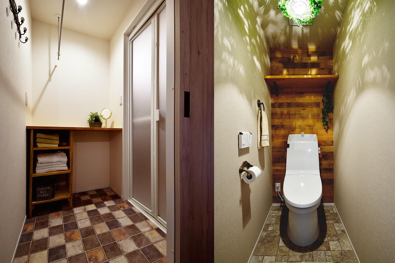 リビングダイニング事例:マニッシュな装いの脱衣室・トイレ(4LDKから2LDKリフォームでのびのび楽しく過ごせる家に)