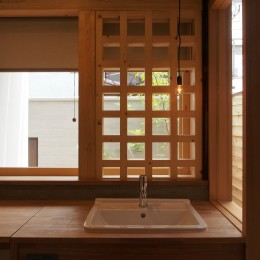 洗面室 (突抜の町家/素材の質感 京町家リノベーション)