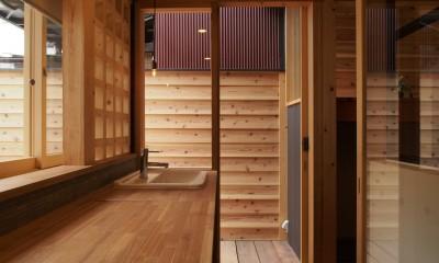 突抜の町家/素材の質感 京町家リノベーション (洗面室)
