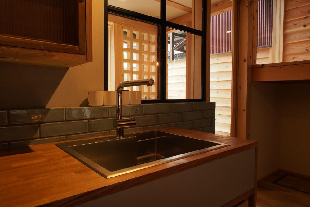 突抜の町家/素材の質感 京町家リノベーション (LDK)