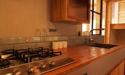 突抜の町家/素材の質感 京町家リノベーション (キッチン)