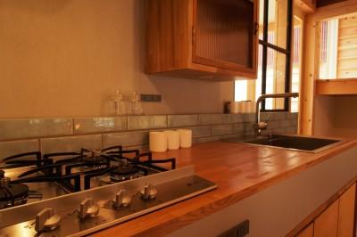 キッチン (突抜の町家/素材の質感 京町家リノベーション)