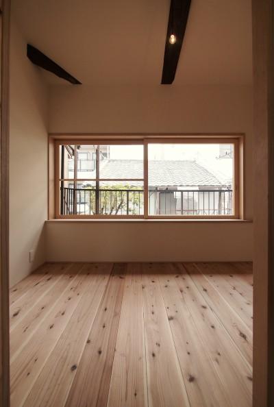 寝室 (突抜の町家/素材の質感 京町家リノベーション)