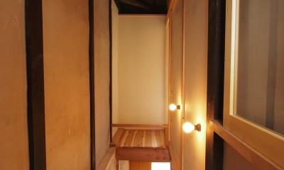 突抜の町家/素材の質感 京町家リノベーション (吹き抜け)