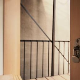 突抜の町家/素材の質感 京町家リノベーション (窓)