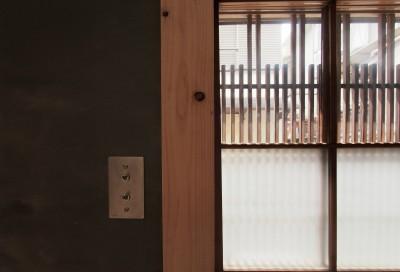 玄関 (突抜の町家/素材の質感 京町家リノベーション)