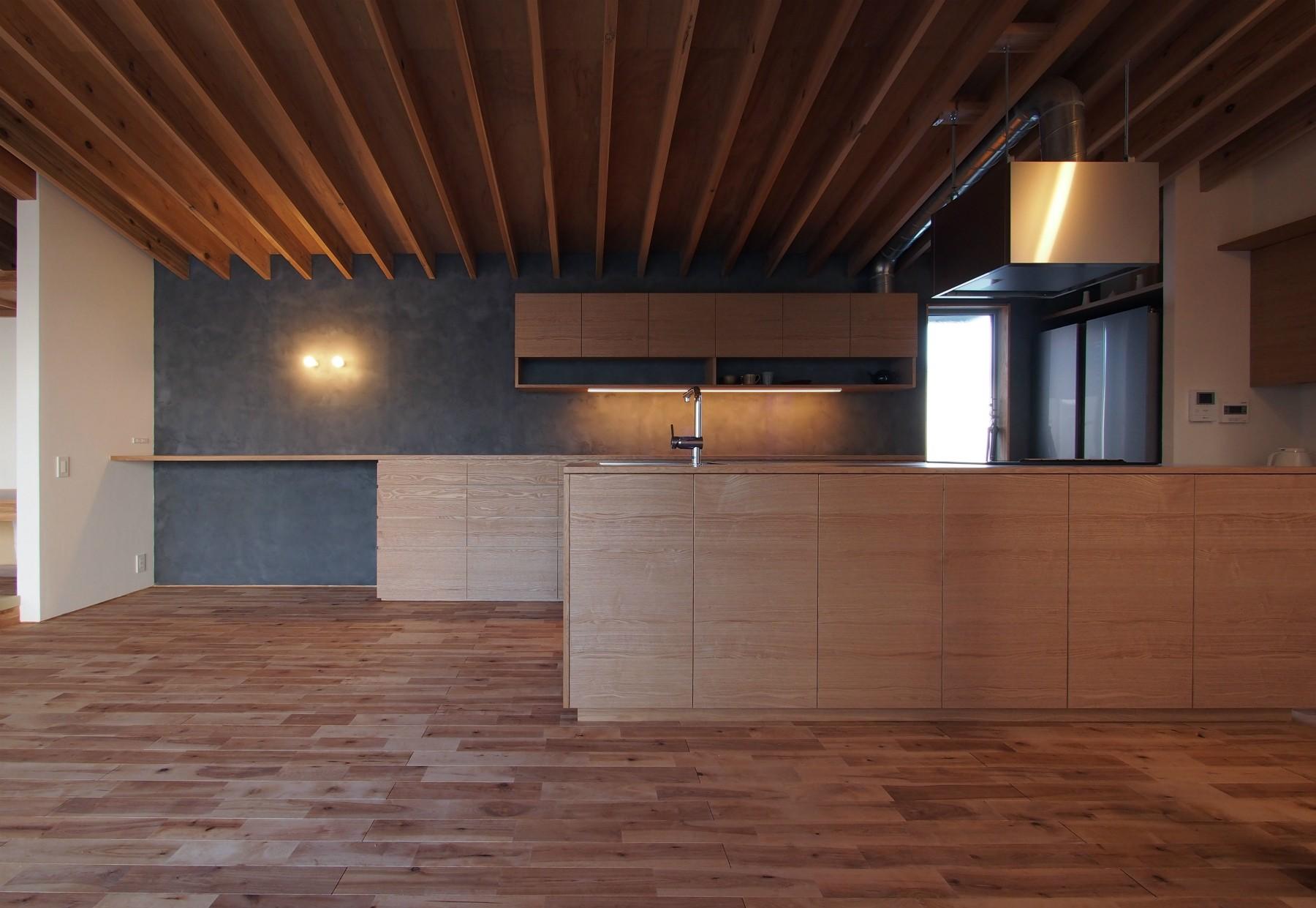 キッチン事例:ダイニング/ キッチン(橋本の住宅 / 土間と縁側)