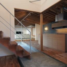 橋本の住宅 / 土間と縁側 (玄関土間 / LDK)