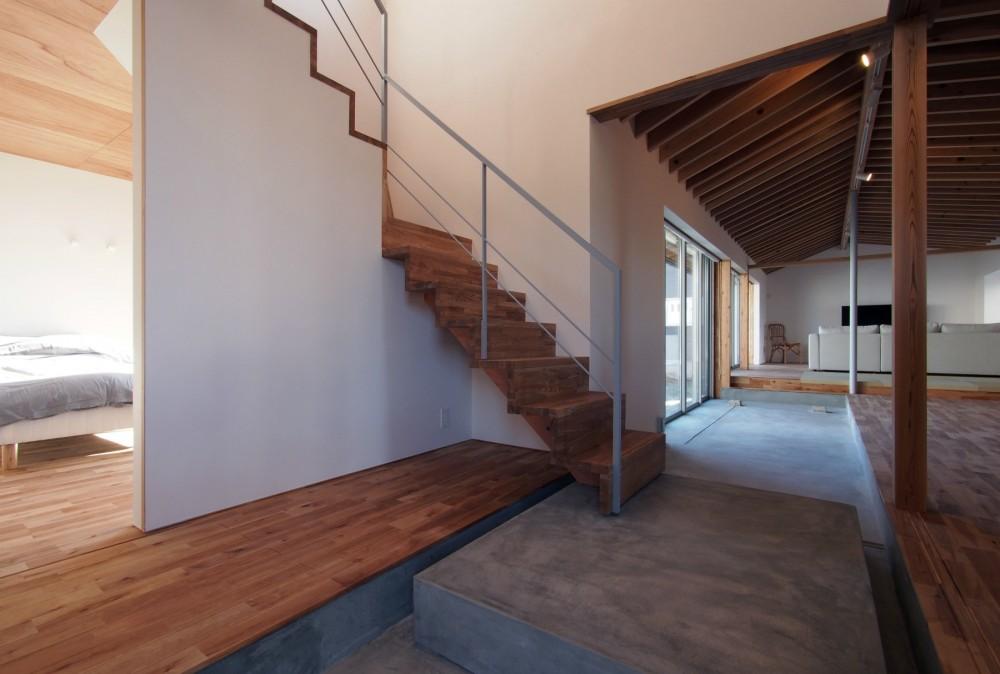 橋本の住宅 / 土間と縁側 (玄関土間 / ホール)