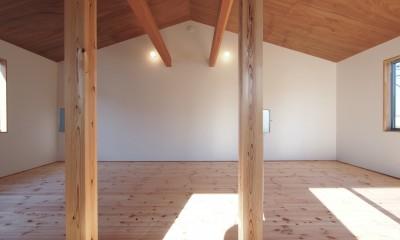 橋本の住宅 / 土間と縁側 (2階 子供部屋 /将来間仕切り)