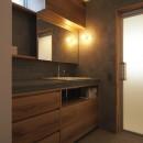 橋本の住宅 / 土間と縁側の写真 洗面脱衣室