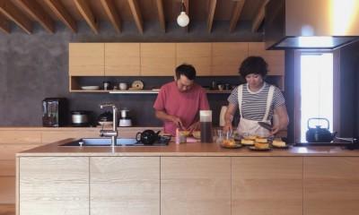 キッチン|橋本の住宅 / 土間と縁側