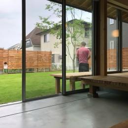 橋本の住宅 / 土間と縁側 (庭 / 土間)