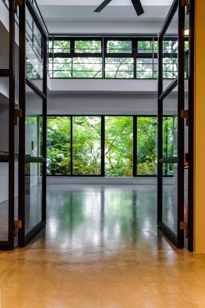 プライベートルーム (ダイナミックな吹き抜けを最大限に生かした上質で繊細なインダストリアルの空間)