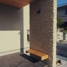 大津の住宅 (外観 / 玄関ポーチ / ベンチ)